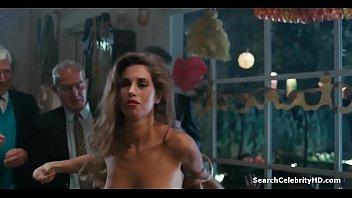Грязный анальный секс с красавицей из попы в рот и анальный кремпай