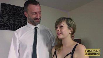 Молодая танцовщица заманила зрелого соседа и трахнулась с ним