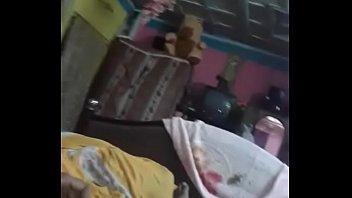 Зрелый папа дрючит в попочку привязанную дочурку