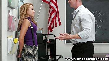 Не молодая учительница занялась порно с двоечником в надежде подвигнуть его учиться