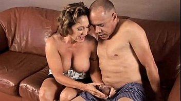 Хахаль дерет в анальное отверстие милаху в позиции догги стайл после орального секса