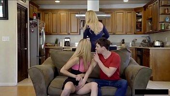 Сосед бродит трахать чужую жену, когда её муж в командировке
