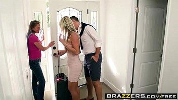Сексуальная блондиночка ебется с разными мужиками