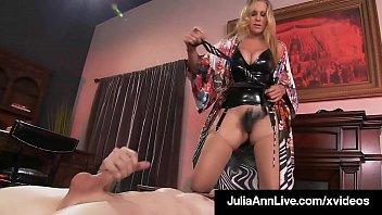 Массажистка выполняет секс массаж своему лучшему клиенту
