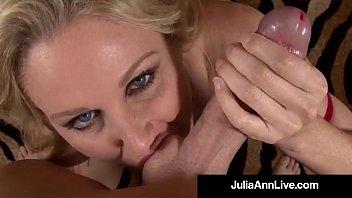 Анальный трах на порно пробах с молодой участницей на полосатой софе