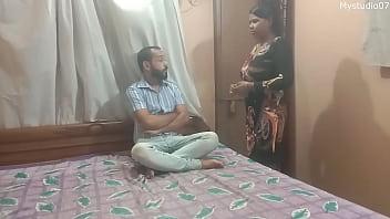 Зрелая жена дрочит упитанному мужу хуй ступнями ног