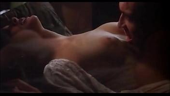 Длинноногая молодуха раздевается догола в спальне, дабы мастурбировать клиторок ладошкой