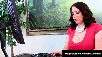 Девушка не пробовала ебаться в попу перед вебкой, но парень принудил ее усилием